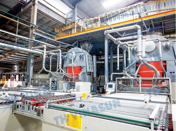 Hệ thống ống dẫn bụi và khí lắp đặt bên trong nhà máy